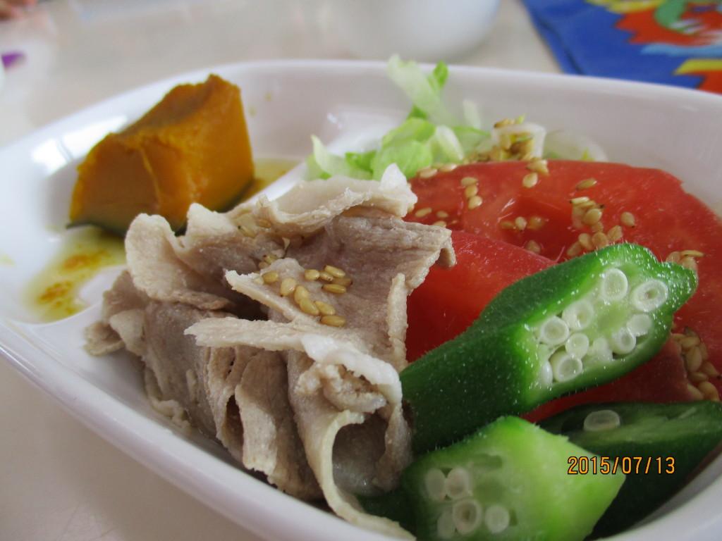 冷しゃぶ&南瓜の煮物 ごはんには、しらすと枝豆が入っていました