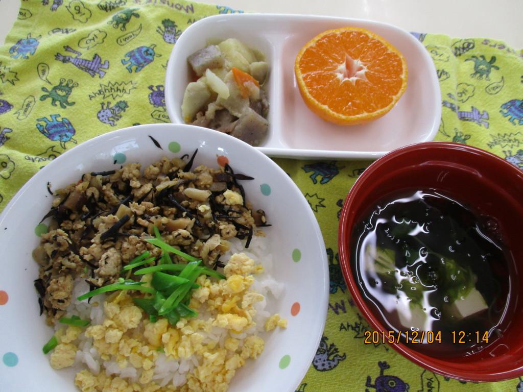 和風そぼろごはん&野菜のごま煮